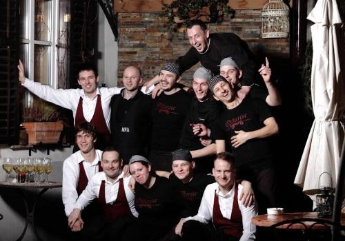 Oštirji iz Dolenjskih Toplic so se odločili, da svojo kuhinjo na goro bodo preselili.